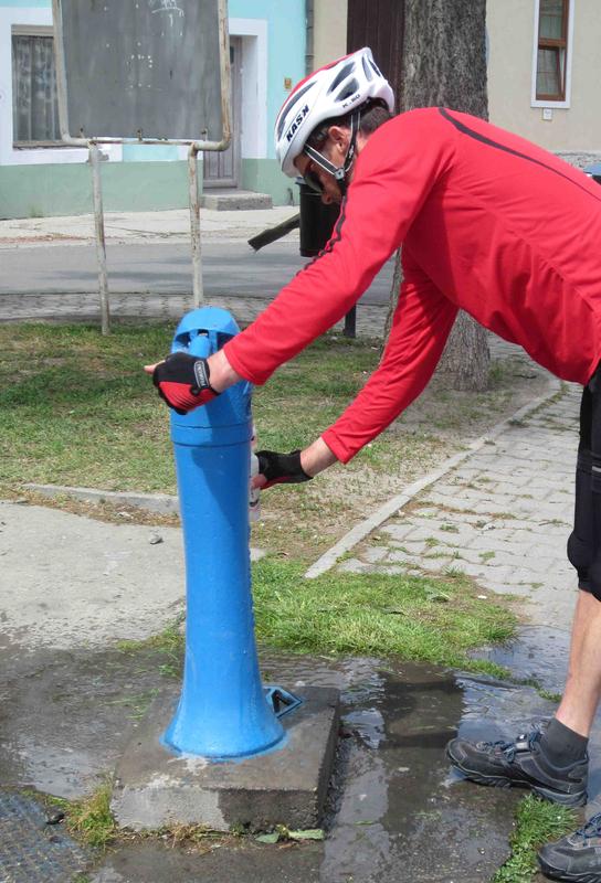 Trinkwassernachschub gibt es in Ungarn am Hydranten