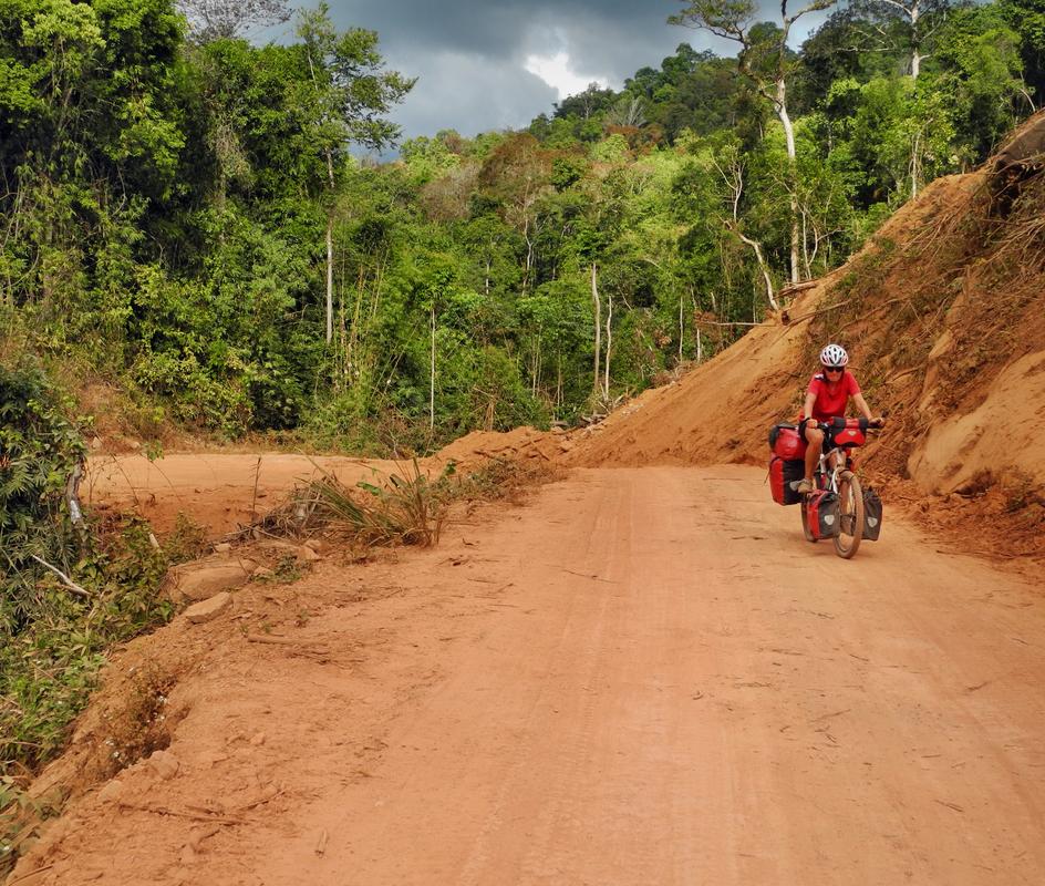 Rote Erde in Laos