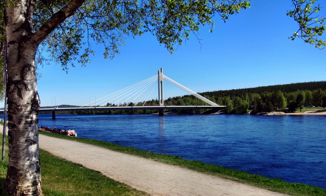 Die Holzfällerkerzenbrücke in Rovaniemi