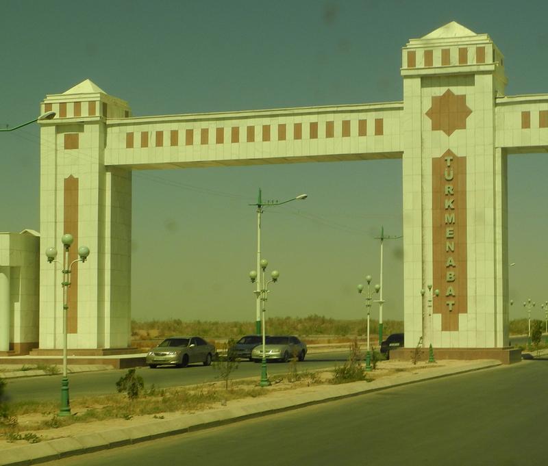 Einfahrt nach Turkmenabat