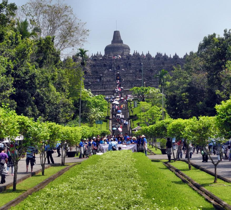 Zum Tempel Borobudur