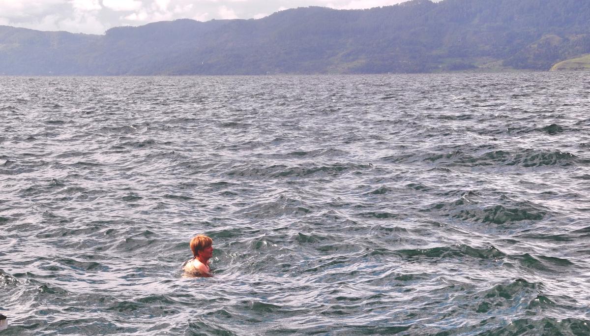Kleine Bine im großen Lake Toba