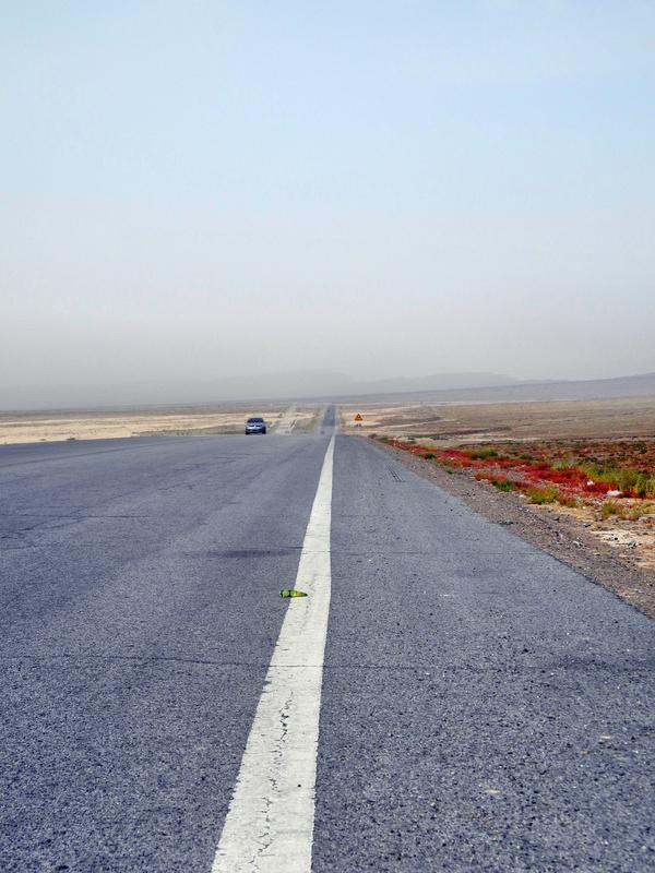 Wenig Abwechslung entlang der Taklamakanwüste
