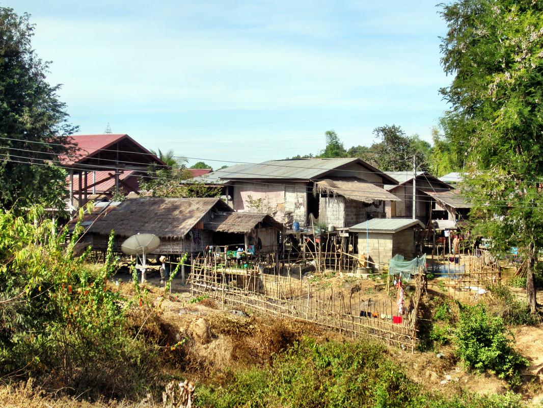 Typisches laotisches Dorf