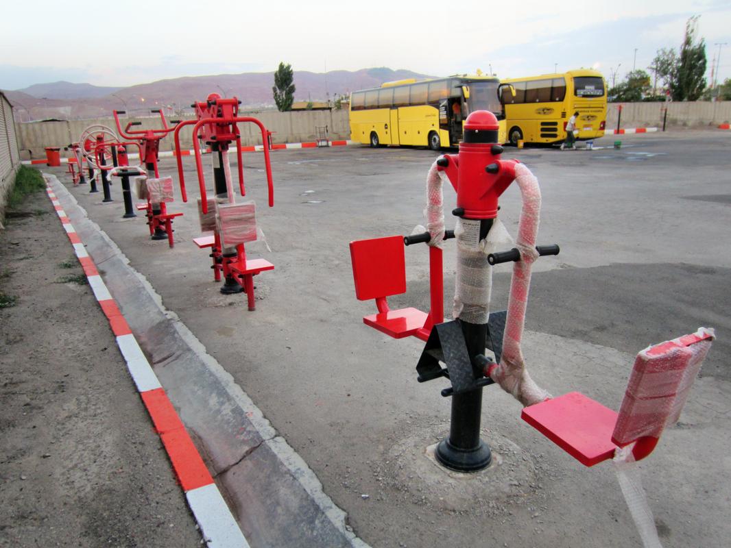 Oft sehen wir öffentliche Fitnessparcours im Iran