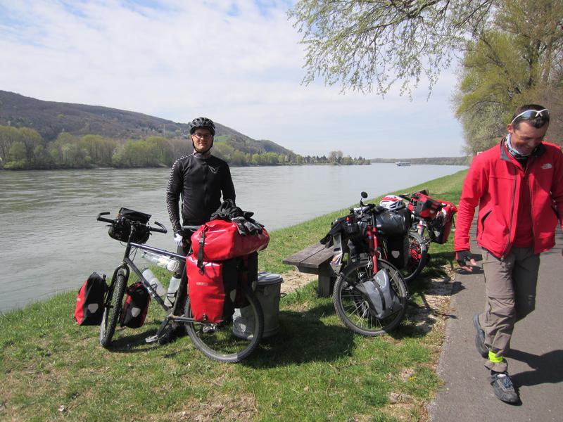 Und treffen unseren ersten Reiseradler - Ralf aus Leipzig