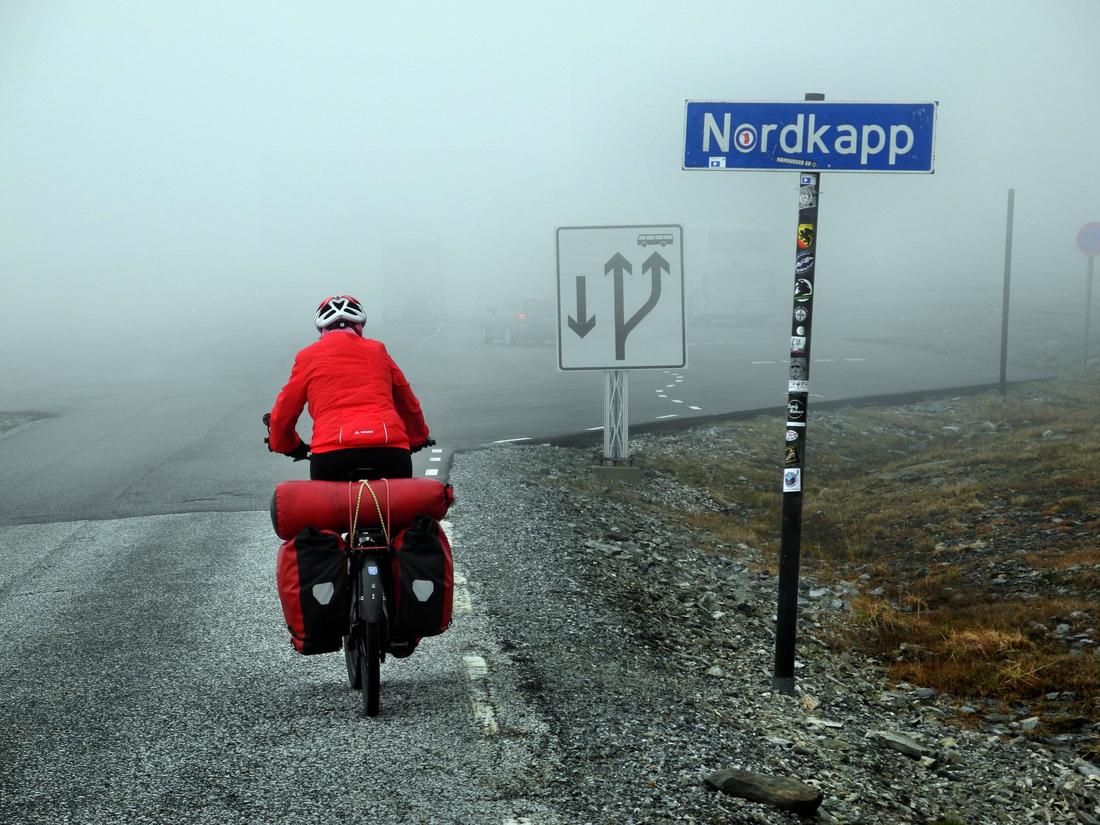 Das Nordkap zeigt sich leider komplett im Nebel