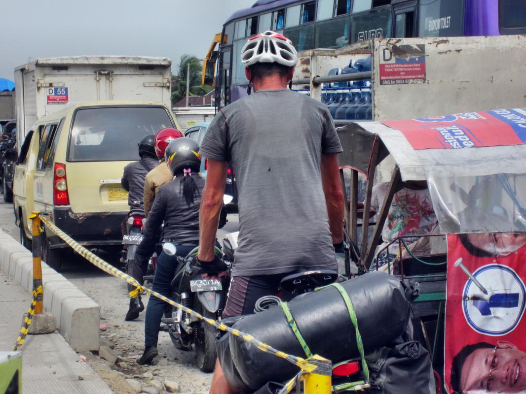 Irrsinnig viel Verkehr bei sehr schlechter Infrastruktur