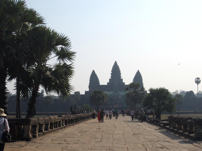 Die legendäre Brücke nach - Angkor Wat