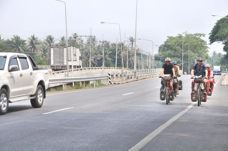 Und fahren zu fünft weiter in Thailands Süden