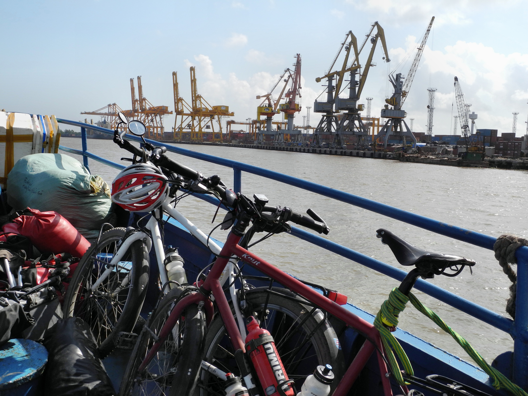 Von Hai Phong mit der Fähre in die Halong Bucht