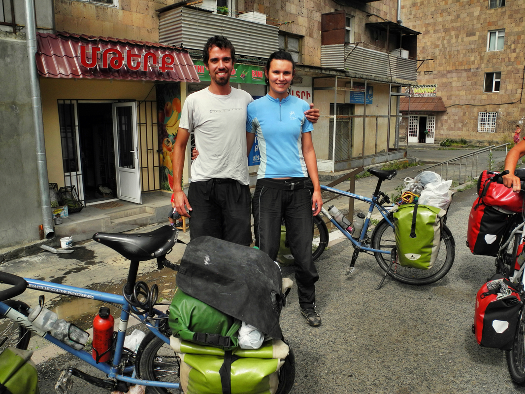 Brasilianisches Radelpaar auf dem Weg nach Spanien