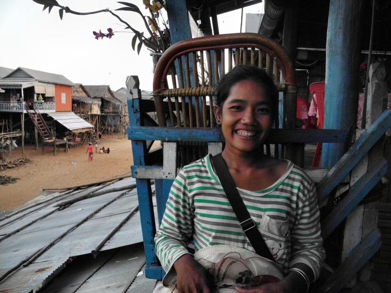 Die freundliche Ley erklärt uns ihr Dorf