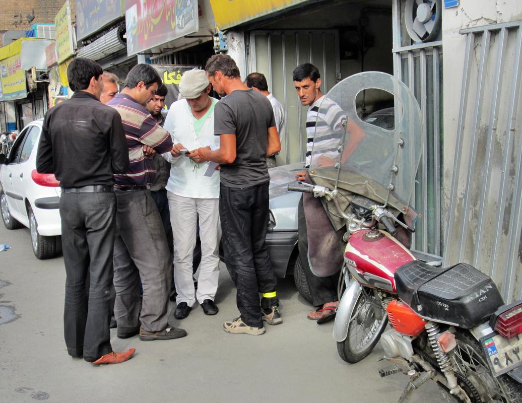 Quer durch Teheran mussten wir tausend mal nach dem Weg fragen