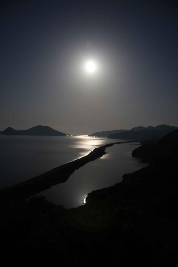 月夜もまた良い。月光浴をお楽しみください。