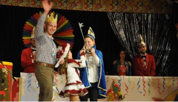 """Als """"Burger-King"""" mit einer launigen Bütt auf der Fremdensitzung der Karnevalsgesellschaft Gersfeld"""