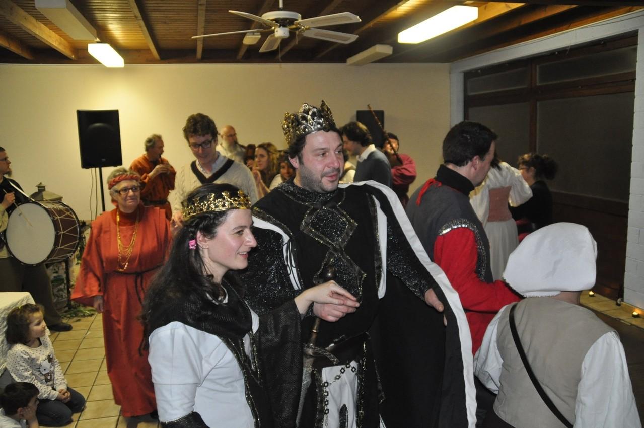 La reine initiatrice, inventive et son Roi qui n'avait rien vu venir. Surprise.