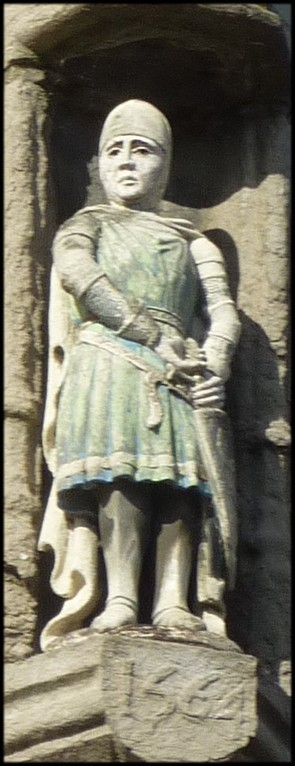 Un chevalier dégaine l'épée