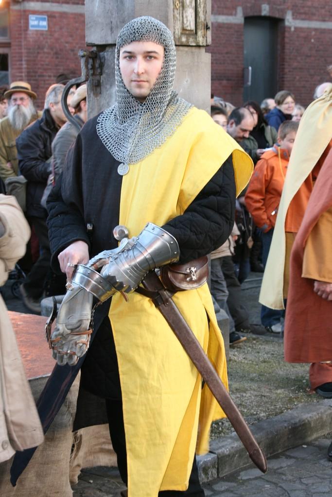 Toujours protégée par son père Guy de Chièvres.