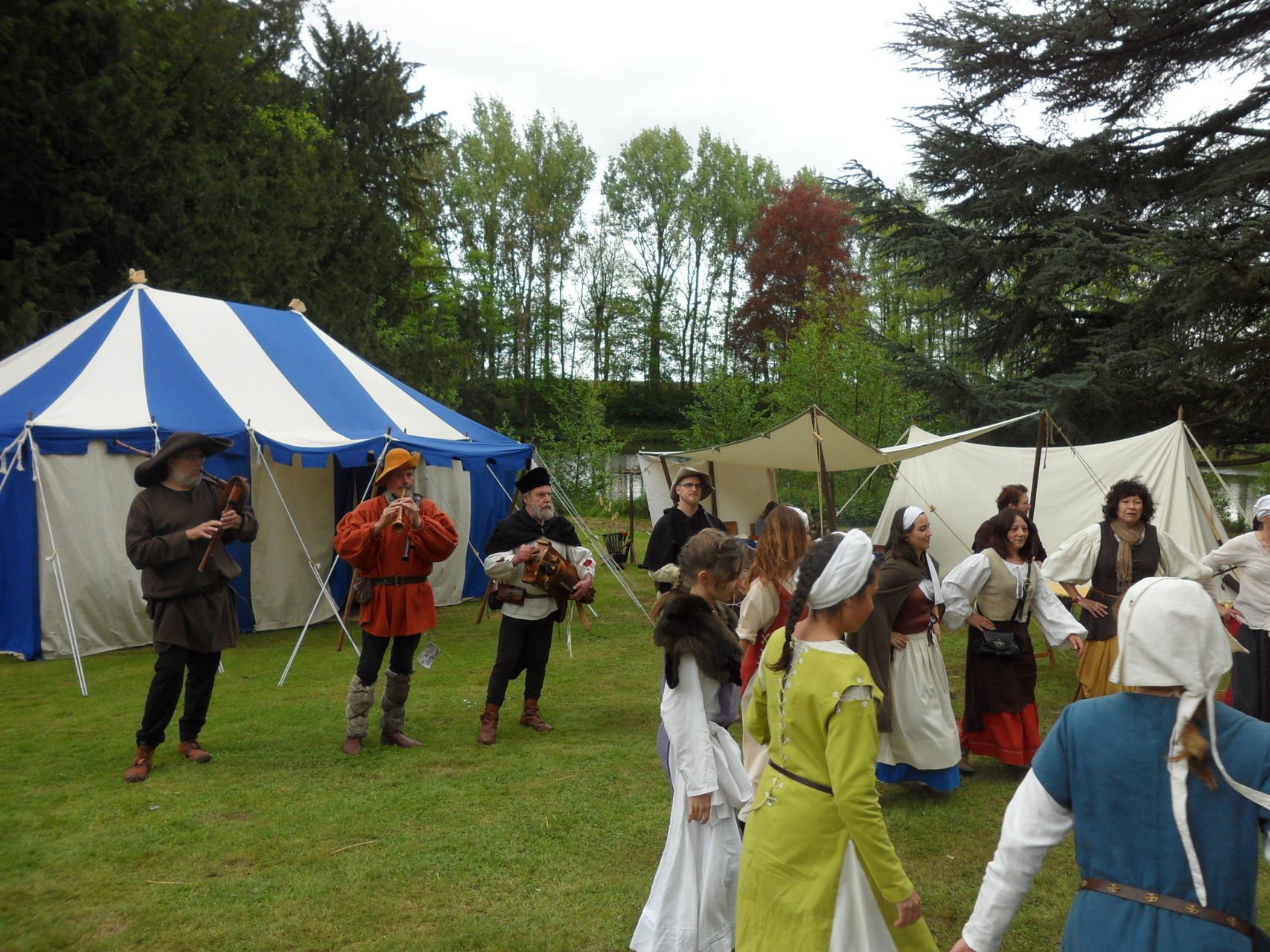 Belles séquences de danses avec les médiévistes