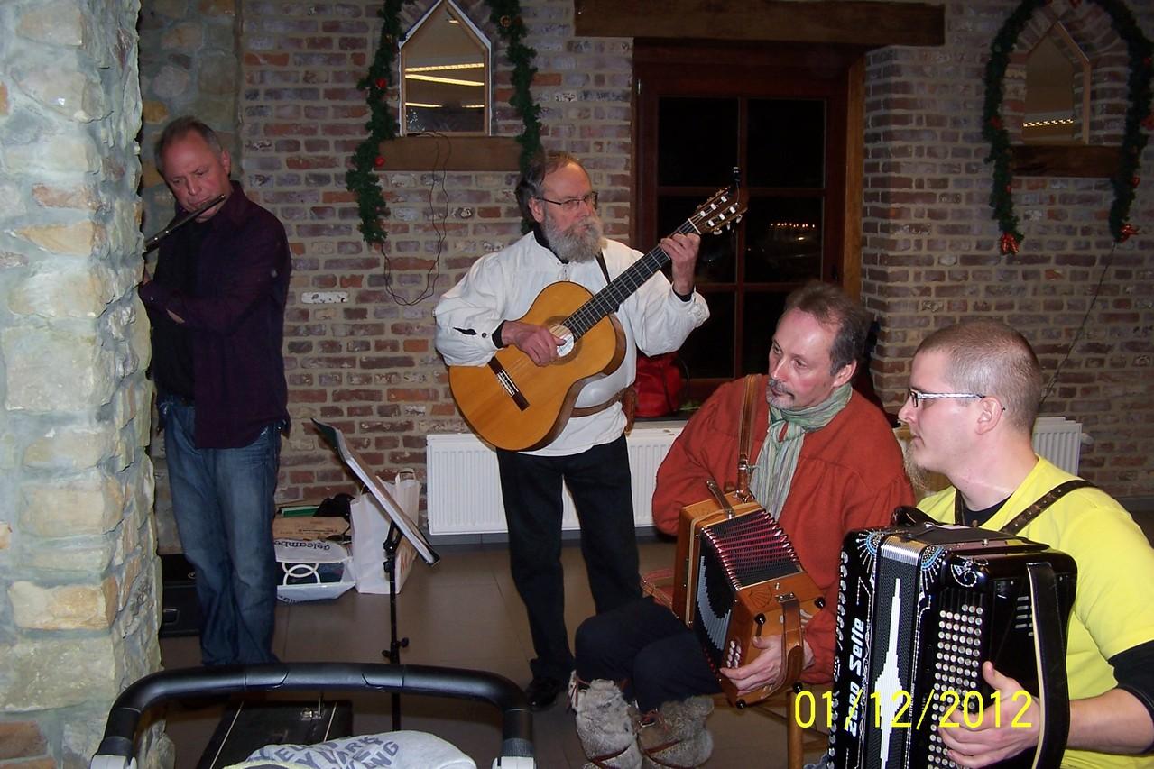 ..accompagné de Jean à la guitare et yves, Ludwig aux accordéons.