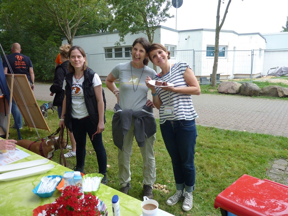 DogWalk 2014  - leckerer veganer Kuchen, nicht nur für Simone -Foto Oetken