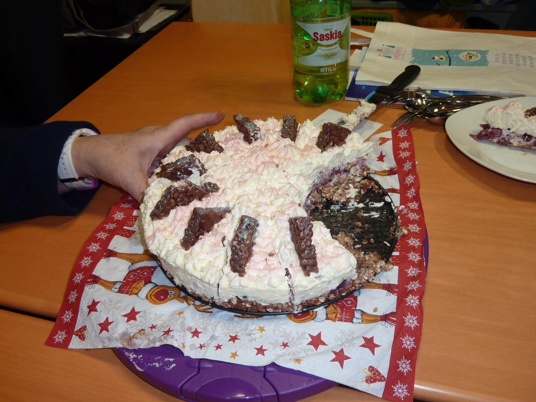 Hilde hat leckeren Glitzer-Kuchen mitgebracht
