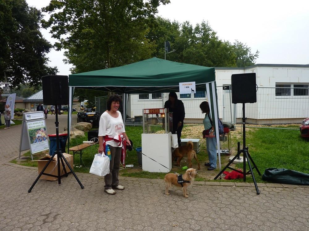 DogWalk 2014  -Popkornstand - Foto Oetken