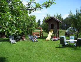 Garten mit Spielplatz