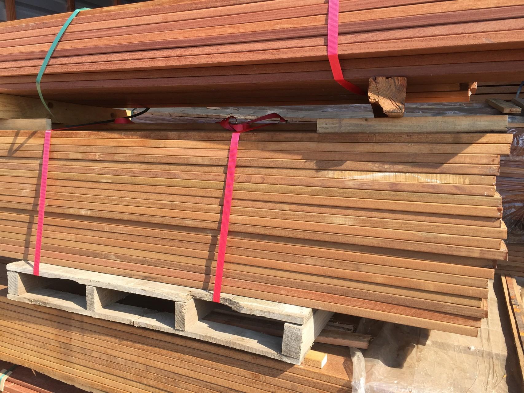 Terrassenholz auf Lager