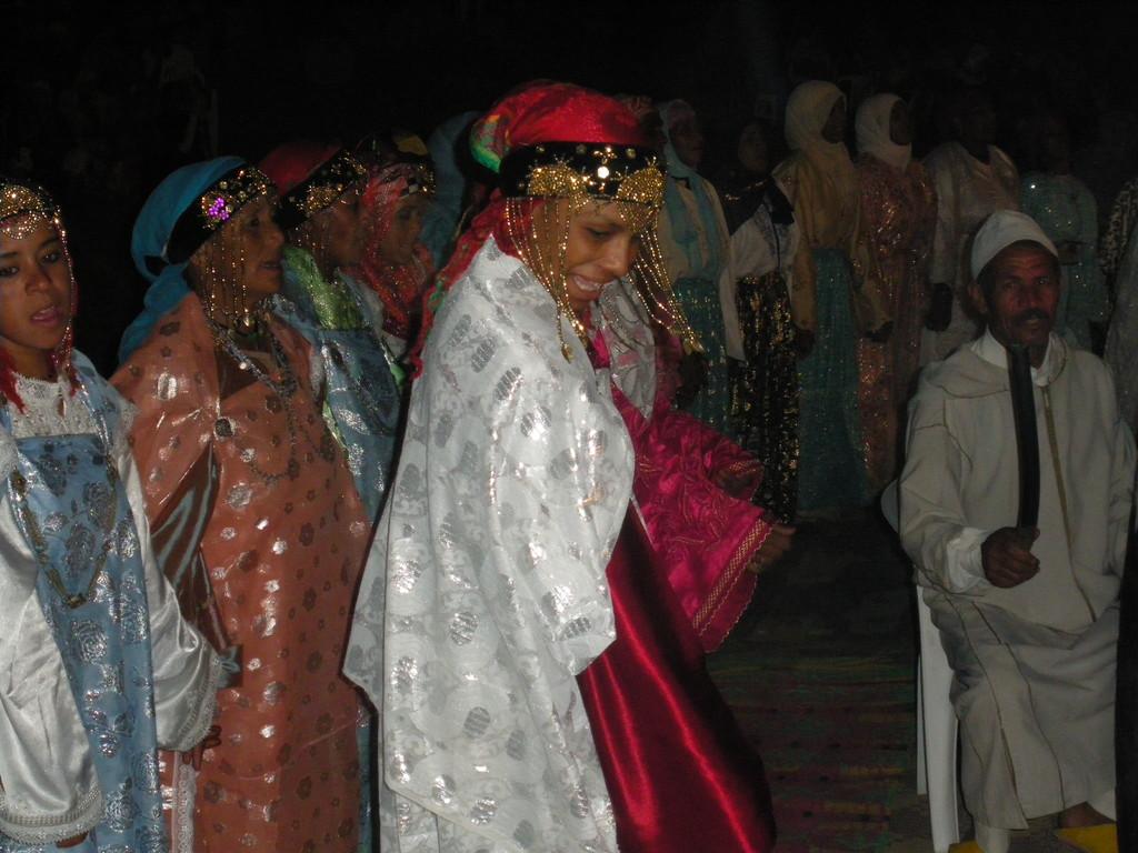 Danse et chant à l'occasion d'un mariage