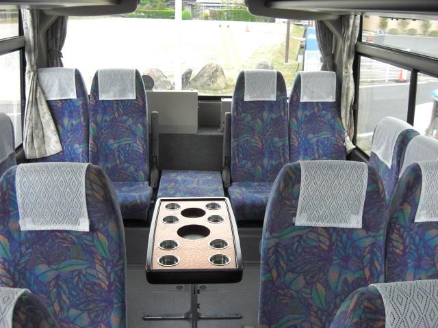 バス車両 小型24人乗りサロンバス 内観