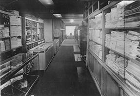 1955 erweitert die Familie die Geschäftsräume und ihr Angebot.