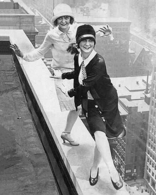 Flappers bailando Charleston en la azotea del Sherman Hotel, Chicago, 1926
