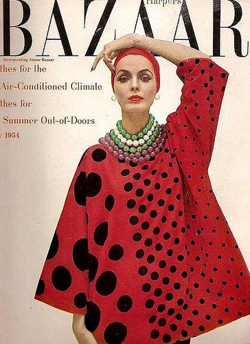 Portada de Harpers Bazaar con top en forma de T de McCardell. 1954