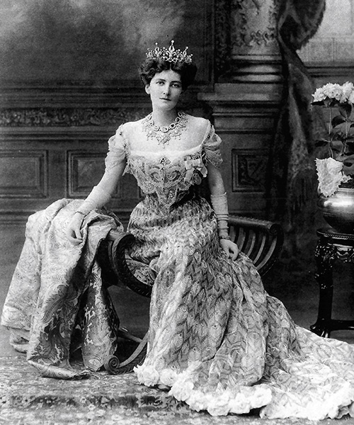 Baronesa Curzon, 1902, virreina de India / por Worth