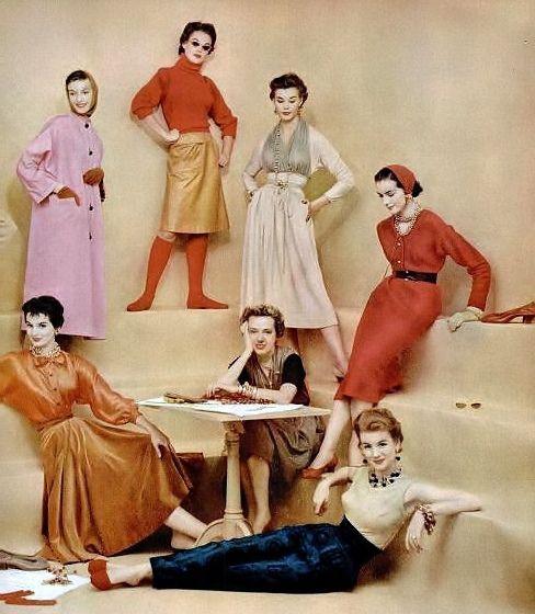 McCardell rodeada de sus diseños, incluida una de las primeras faldas de cuero.
