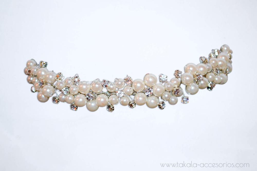 Vincha de novia con perlas y strass.