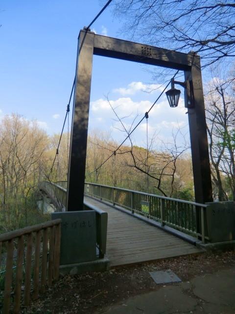 まさかこんな所に吊り橋があるとは思わなかったので驚きました。この橋は、構造的には吊り橋風なのかも。この後、頂上にある浅間山神社でお参りをしましたが、デジカメのメモリがいっぱいで撮影できませんでした。また次回報告いたします。