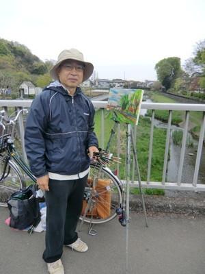 おじゃまして、ちょっとお話しさせていただきました。自転車で15分くらいの三鷹市北野にお住まいの中川さんでした。大学の美術部で油絵を描き始めてからずっと続けているそうです。現在はお勤めの合間ですが、将来、時間が出来たら、もっと楽しみたいとおっしゃっていました。   野川の沿岸では、いろいろな活動をされている方がたくさんいらっしゃいます。ウォーキング、ジョギング、サイクリング。絵を描く、写真を撮る(カワセミが人気)、犬とお散歩、早朝体操などなど。皆様とても楽しそうでいきいきとされています。   蕾から絵画へと
