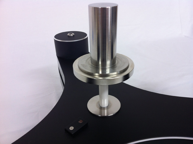 特許取得のセラミックマグネットベアリング(CMB)。強力なマグネット反力で倒立型ベアリング部を浮遊状態で維持。
