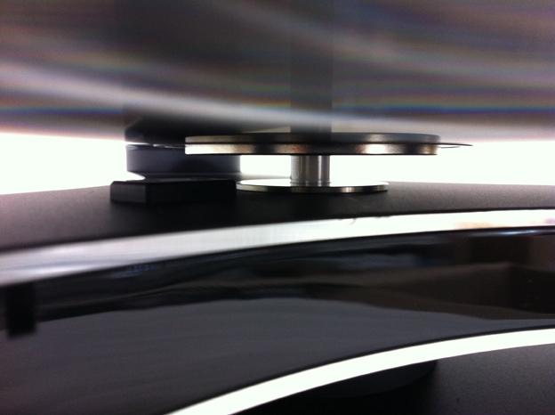 フローティング状態がフリクションロスを徹底的に排除し、同時にバイブレーションをシャットアウト。
