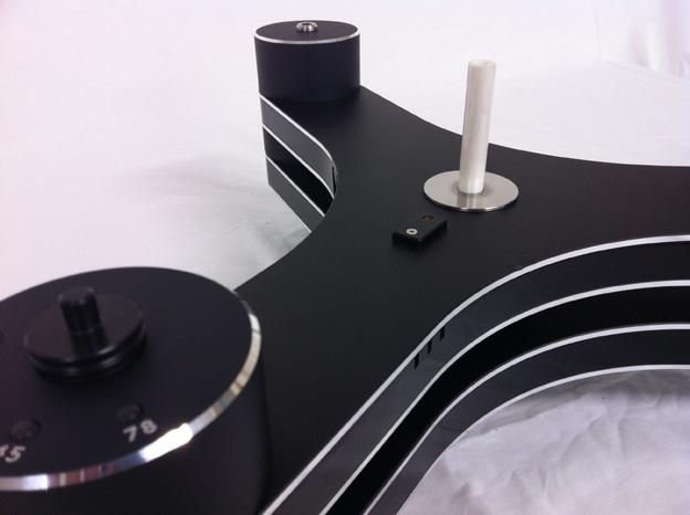 倒立型ベアリング部のポリッシュセラミックスピンドルと光学式スピードコントロールセンサー部。