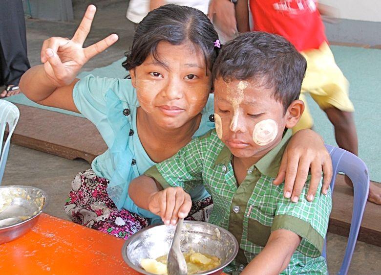 就学年齢でも貧しいために、学校に通えない子どもが多くいる