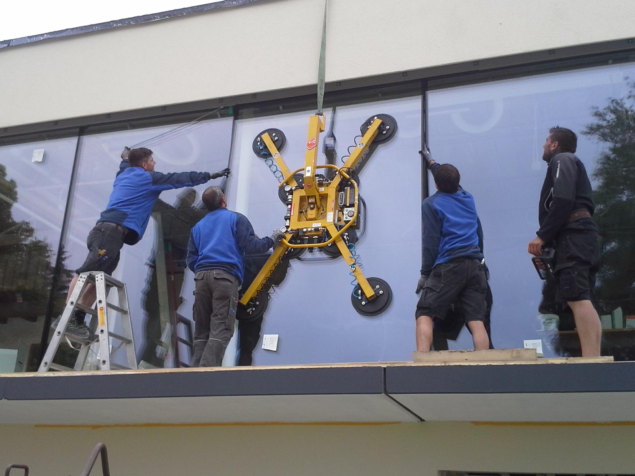 Bauphase, Fenstereinbau, Anbau an Beherbergungsbetrieb in Scheidegg