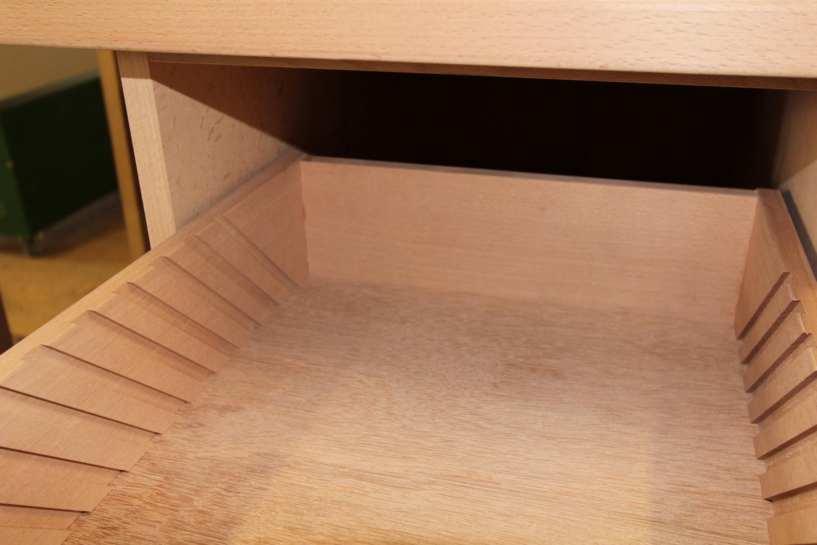 Das Innenleben der Schreibtisch-Schubladen.