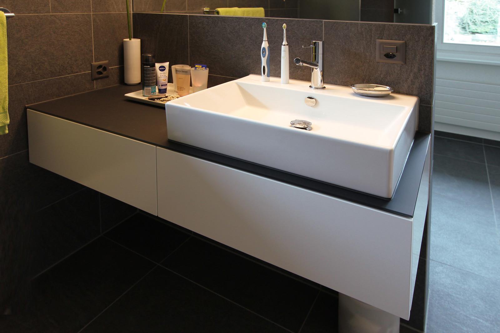 Waschbecken-Unterschrank in Privatwohnung.