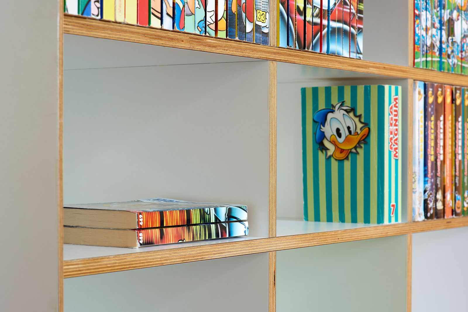 Bookcase made of birch plywood; Design Küchler Design GmbH, photo Alain Bucher