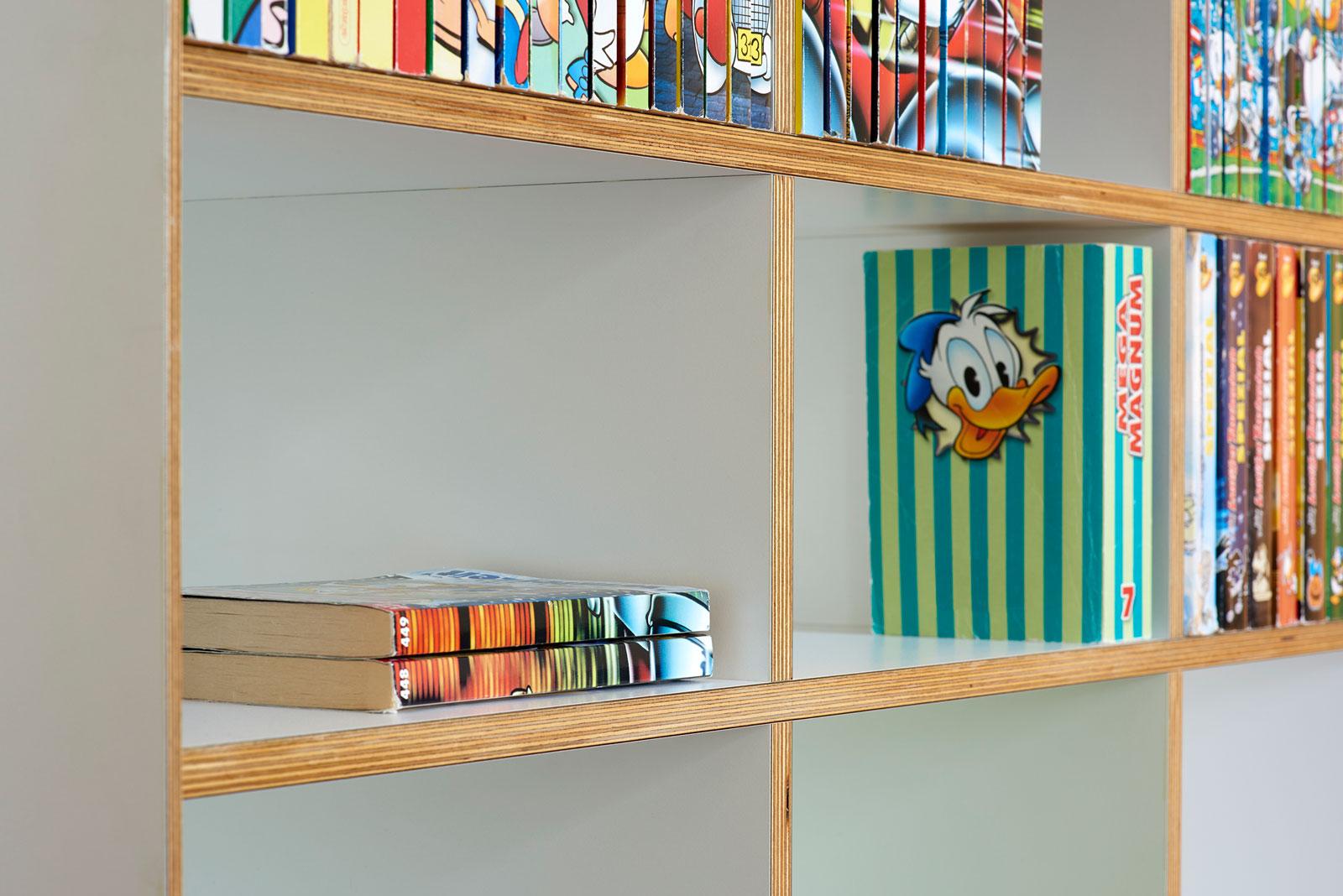 Bücherregal Birkensperrholz; Design Küchler Design GmbH, Foto Alain Bucher