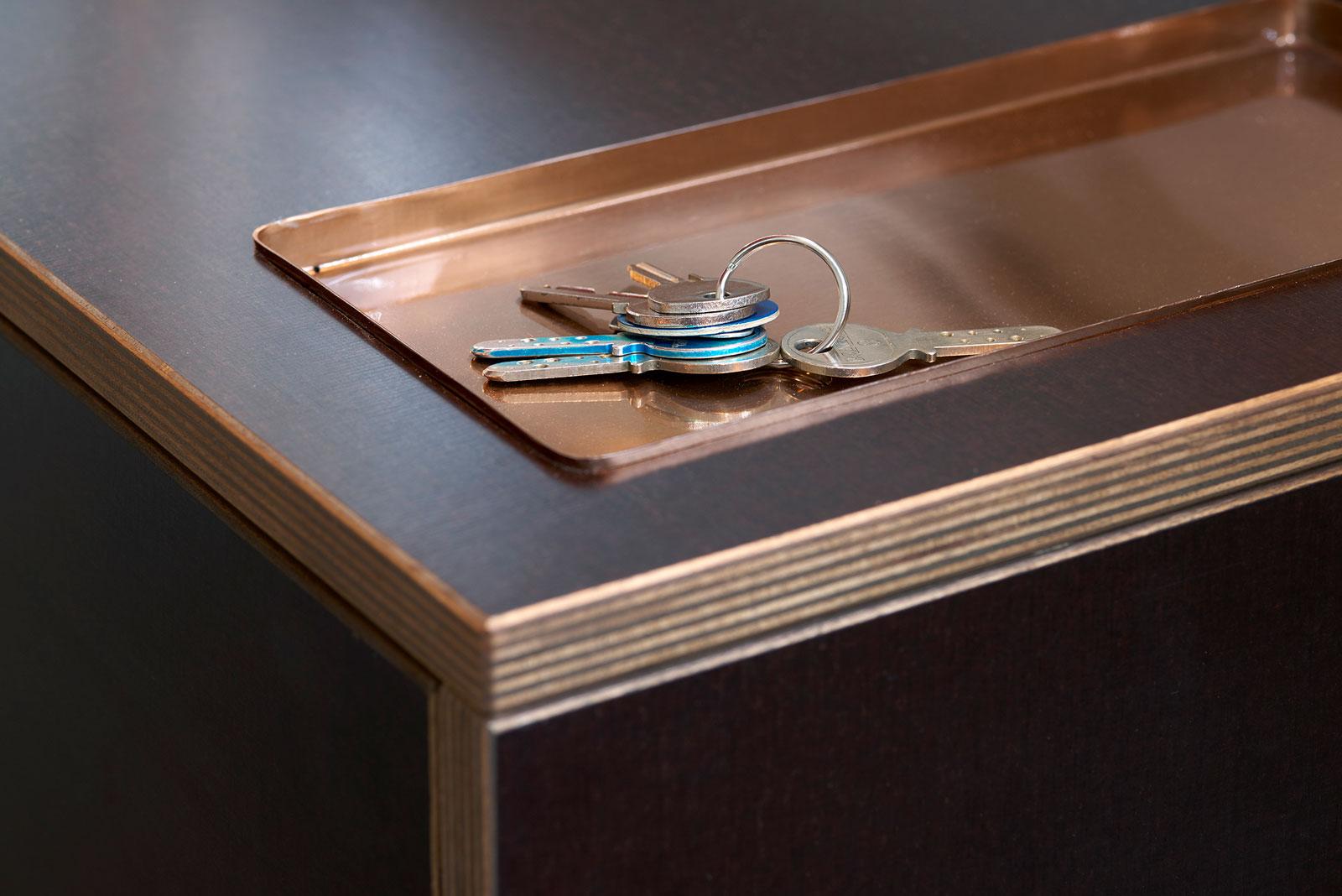 Schuh-Regal und –Bank; Design Schreiner König, Foto Alain Bucher